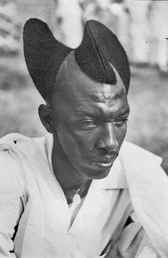 "Africa    ""Mututsi Coiffure"".  Rwanda    Scanned old postcard"