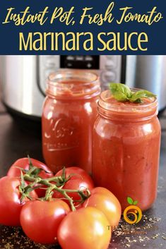 Instant Pot Marinara Sauce is an easy marinara sauce recipe that is a must have in every kitchen Made with only fresh tomatoes minus all artificial ingredients and sugar. Fresh Tomato Marinara Sauce, Easy Marinara Sauce, Tomato Sauce Recipe, Homemade Marinara, Sauce Recipes, Canning Marinara Sauce, Pasta Recipes, Sauce Tomate Fraiche, Sauce Spaghetti