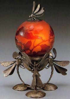Emile Gallé (French,1846-1904) table lamp Dragonfly.Circa 1900. Эмиль Галле (французский, 1846-1904) Настольная лампа Стрекоза.Oколо 1900. 埃米尔加勒(法语,1846-1904)台灯蜻蜓。大约1900。