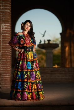 Beautiful mexican women from Oaxaca Mexican Costume, Mexican Outfit, Mexican Dresses, Mexican Style, Mexican Girls, Mexican Heritage, Traditional Mexican Dress, Traditional Dresses, Quinceanera Dresses