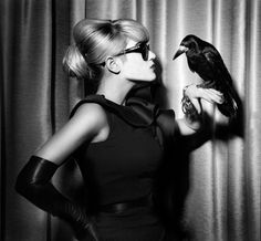Melody Gardot: omg she's hanging with a crow! Could she be any cooler?