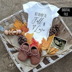 Cute Baby Announcements, Creative Pregnancy Announcement, Christmas Baby Announcement, Baby Announcement Pictures, October Pregnancy Announcement, Big Sister Announcement, Idee Baby Shower, Baby Shower Fall, Everything Baby
