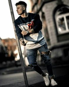 Fashion mens urban streetwear style Ideas for 2019 Male Models Poses, Male Poses, Fashion Photography Poses, Portrait Photography Poses, Mens Urban Streetwear, Photo Pose For Man, Mens Photoshoot Poses, Ripped Jeans Men, Male Jeans