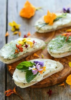 Cream Cheese and Chive Sandwiches with Edible Flowers - Butt.- Cream Cheese and Chive Sandwiches with Edible Flowers – Buttered Side Up Chive and Cream Cheese Sandwiches with Edible Flowers Tea Sandwiches, Cream Cheese Sandwiches, Crostini, Bruschetta, Wedding Appetizers, Flower Food, Snacks, Edible Flowers, Food Presentation