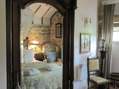 Buon giorno e buon giovedì a tutti.    Questa bellissima fattoria in pietra del 1840 situata nel Sud della Francia è stata complet...