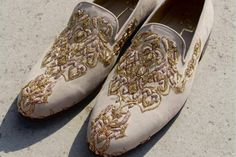 Men's Footwear by NIDHI BHANDARI, Groom Wear in Pune. View latest photos, read reviews and book online. Wedding Dresses Men Indian, Wedding Dress Men, Indian Groom Wear, Men's Wedding Shoes, Groom Shoes, Indian Men Fashion, Monk Strap Shoes, Formal Shoes For Men, Stylish Mens Outfits
