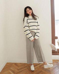 korean street fashion that looks trendy 53668 Korean Girl Fashion, Korean Fashion Trends, Ulzzang Fashion, Korea Fashion, Muslim Fashion, Look Fashion, Daily Fashion, Fashion Outfits, Fashion Ideas