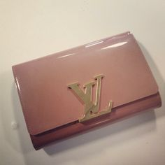 We're lusting after this gorgeous patent Louis Vuitton clutch.