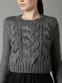 Grey Cropped Sweater with chunky cable knit detailing; Knitting Blogs, Sweater Knitting Patterns, Knit Patterns, Hand Knitting, Knit Fashion, Look Fashion, Pull Poncho, Pull Gris, Cable Knit Sweaters