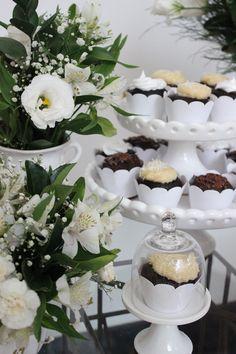 Decoração batizado, batizado de menino, assessoria de eventos, decoração de mesa, festa, decoração de mesa utilizando o branco, anjos, flores, naked cake, detalhes, cupcake
