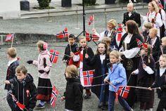 Se bildene fra 17. mai-feiringen Constitution Day, Public Holidays, Seventeen, Norway, Wrestling, Celebrities, Lucha Libre, Celebs, Celebrity