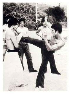Bruce Lee Image: Enter the Dragon Way Of The Dragon, Enter The Dragon, Little Dragon, Bruce Lee Training, Marshal Arts, Bruce Lee Martial Arts, Jeet Kune Do, Bruce Lee Photos, Brandon Lee