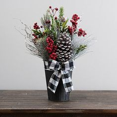 Silver Christmas Decorations, Christmas Table Centerpieces, Diy Christmas Vases, Christmas Planters, Christmas Flowers, Christmas Things, Christmas Projects, Christmas Ornaments, Christmas Porch