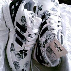 shoes adidas zx flux flowers black white floral sneakers jeans - Adidas White Sneakers - Latest and fashionable shoes - shoes adidas zx flux flowers black white floral sneakers jeans Adidas Zx Flux, Cute Shoes, Me Too Shoes, Sneaker Women, Shoes Sneakers, Shoes Heels, Floral Sneakers, White Sneakers, Sneakers Adidas