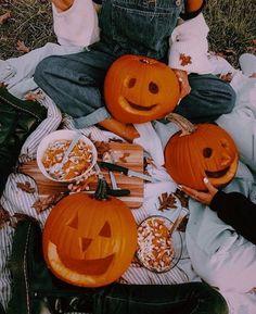 Halloween Tags, Casa Halloween, Image Halloween, Halloween Season, Halloween Party, Halloween Decorations, Fall Decorations, Halloween Witches, Halloween Quotes