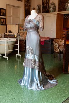 Evening dress, Callot Soeurs, spring Pale blue silk satin & grey chiffon, two pieces, with marcasite ornament on breast. Edwardian Gowns, Edwardian Clothing, Antique Clothing, Historical Clothing, 1900s Fashion, Edwardian Fashion, Vintage Fashion, Vestidos Vintage, Vintage Gowns