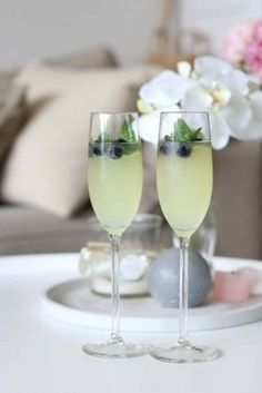 limoncello cocktail met prosecco en spa rood lemon