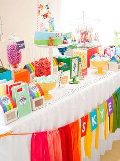A decoração de hoje é para os bem pequenos que amam o Pocoyo.Uma festa colorida e cheia de charme.Imagens A&K Lolly Buffet.Lindas ideias e muita inspiração.Bjs, Fabíola Teles.Mais ideias ...