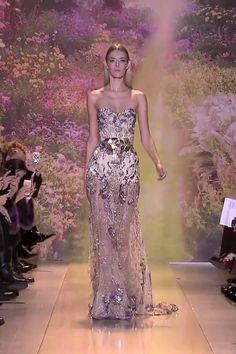 Embroidered Champagne Strapless Sweetheart Evening Maxi Dress / Evening Gown with a small Train. Runway Show by Zuhair Murad. Gala Dresses, Modest Dresses, Couture Dresses, Pretty Dresses, Strapless Dress, Zuhair Murad, Couture Fashion, Runway Fashion, Summer 2014