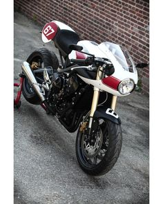 Triumph Street Triple Cafe Racer by Hanse Qustom #motorcycles #caferacer #motos | caferacerpasion.com