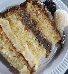 RECHEIO DE COCO 2 latas de leite condensado 1 caixinha de creme de leite 1 colher (sopa de margarina) 100 g de Coco ralado Leve ao fogo baixo e mexa sempre, quando começar a desprender do fundo da panela, desligue e reserve. BRIGADEIRO 2 latas de... Sweet Recipes, Cake Recipes, Dessert Recipes, Food Cakes, Cupcake Cakes, Cooking Gadgets, Cooking Recipes, Hazelnut Cake, Vanilla Cake