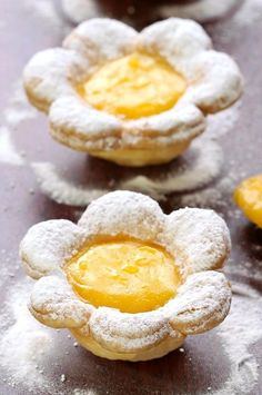 Flower Shaped Mini Lemon Tarts – Sugar Apron A bite sized dessert pretty enough for any special occasion. From Easter to Mother's Day, birthdays to bridal showers, sure to impress. Mini Lemon Tarts, Lemon Tartlets, Bite Size Desserts, Just Desserts, Dessert Recipes, Pie Recipes, Brunch Recipes, Italian Cookie Recipes, Dessert Cups