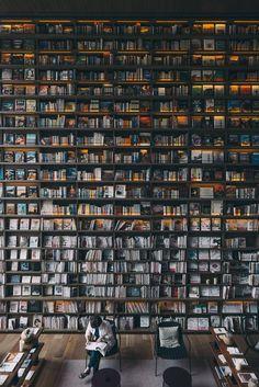 Tsuyoshi Hasegawa - Bookstore located in Osaka, Japan Dream Library, Library Books, Beautiful Library, Local Library, Library Card, I Love Books, My Books, Best Books Of All Time, World Of Books