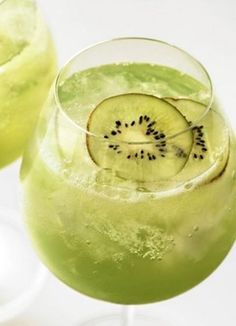 St. Patrick's Day Cocktails Recipes, St Patrick's day drink ideas, St Patricks Day Food Ideas #Green