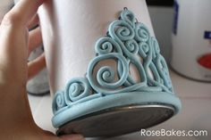 How to Make a Gum Paste Tiara (Step-by-Step Picture Tutorial) by essie - Cake Decorating Cupcake Ideen Fondant Crown, Fondant Flower Cake, Fondant Cakes, Cupcake Cakes, Car Cakes, Fondant Baby, Fondant Tips, Flower Cakes, Mini Cakes
