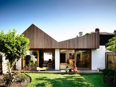 rob kennon architects highlights datum house with shifting timber roofline