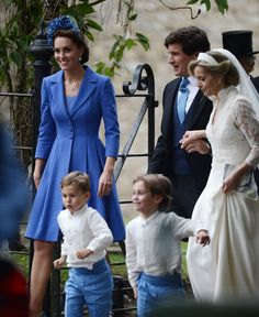 Royal Family Around the World: The Duke and Duchess of Cambridge attended the wedding of her close friend Sophie Carter and is godmother to Princess Charlotte at St. Andrew's Episcopal Church in Norfolk on September 2018 Estilo Kate Middleton, Kate Middleton Outfits, Kate Middleton Style, Kate Middleton Prince William, Prince William And Catherine, Catherine Walker, William Kate, Windsor, Prinz William
