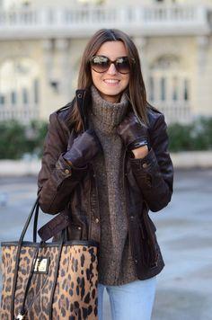 Turtleneck : under leather jacket. Looks warm!