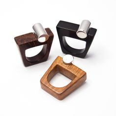 Anelli in radica ed ebano, con inserto in argento 925 realizzato a mano. Handmade wooden and silver rings by Essenze Gioielli www.facebook.com/EssenzeGioielli