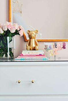Ikea Hack: Malm Dresser. el cristal y unos bonitos tiradores...