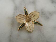 Beautiful Vintage Trillium Enamel Flower Brooch/Pin by DancingSunbeams on Etsy Flower Brooch, Brooch Pin, Enamel, Flowers, Etsy, Vintage, Beautiful, Jewelry, Brooch