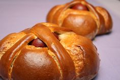 Portuguese Sweet Bread known as Folares. Portuguese Sweet Bread, Portuguese Desserts, Portuguese Recipes, Portuguese Food, Pastry Recipes, Dessert Recipes, Cooking Recipes, Bread Recipes, Easter Bread Recipe