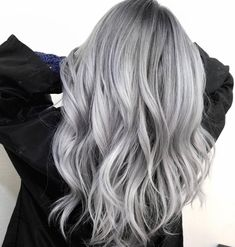 silver hair A little silver for your Saturday. How stunning is this rooty silver colore. hair A little silver for your Saturday. How stunning is this rooty silver colore. New Hair Colors, Cool Hair Color, Silver Hair Colors, Silver Color, Silver Hair Styles, Hair Colour, Gray Color, Blonde Grise, Pelo Color Plata
