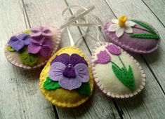 Please NOTE!!! This is pre-order for Easter 2018. Order will be finished in January. ------------------------------------------------------ Felt easter decoration - felt egg with flowers / set of 4 decorated with tulip, daffodil, pansy, violet flowers Listing is for 4 ornaments Size of