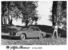 "Alfa Roberto 🍀 (@alfa__roberto) su Instagram: ""#alfaromeo #alfaromeogiulia #giuliagt #1300junior #alfaholics #alfisti #70s #pressphoto #italiancar…"" Alfa Romeo Gtv, Alfa Romeo Giulia, Classic Cars, Instagram, Vintage Classic Cars, Classic Trucks"