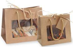 Bolsas de papel asa cordón personalizadas - GrupakBCN Cake Boxes Packaging, Baking Packaging, Cute Packaging, Packaging Design, Paper Bag Design, Gift Baskets For Women, Cardboard Box Crafts, Diy Crafts To Do, Diy Gift Box