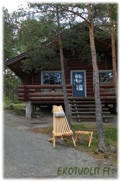 NorDeck chair and table by a Nordic summer cottage. Wooden Garden Chairs, Deck Chairs, Nordic Chic, Small Spaces, Cottage, Table, Summer, Design, Courtyards