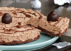 La torta al bacio senza cottura si prepara in pochissimo tempo ed è di una bontà unica. Farcita con una deliziosa crema ai Baci Perugina velocissima.