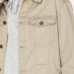 Jeansjacke im angesagten Farbton und Trucker-Stil: https://sturbock.me/?s=jeansjacke#49329