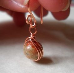 Outstanding tutorial for wire-wrapped drop earrings, from http://eatbreathedesign.com/2012/04/10/beaded-drop-earrings-tutorial/
