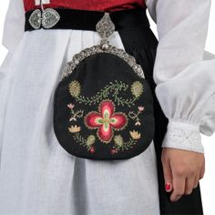 Providing information, photos and general knowledge of Norwegian bunad, festdrakts and folkdrakt. Saddle Bags, Norway, Fashion Backpack, Coin Purse, Textiles, Wallet, Purses, My Style, Folklore