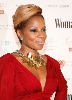 Mary J. Blige Short Straight Cut - Mary J. glowed on the red carpet at the Woman's Day Dress Awards. Her blond straight cut goes perfect with her complexion.
