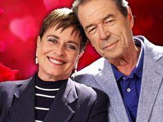 Leila Cordeiro e Eliakim Araújo formaram o primeiro casal de apresentadores da TV brasileira.  (Foto: Reprodução/Facebook)