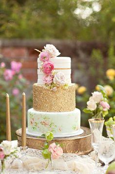 Pastel de Boda Shabby chic dorado con flores                              …                                                                                                                                                     Más