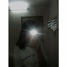 Mirror Selfie Aesthetic No Face , Mirror Selfie Face Aesthetic, Bad Girl Aesthetic, Korean Aesthetic, Teen Girl Photography, Girl Photography Poses, Selfie Posen, Girl Hiding Face, Shadow Pictures, Profile Pictures Instagram
