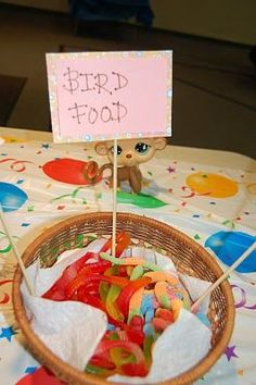God Made Playdough: Littlest Pet Shop Birthday Party (warning, lot& of pictures! Petting Zoo Birthday Party, Bird Birthday Parties, Farm Birthday, Animal Birthday, Birthday Ideas, Bird Theme Parties, Lps, Pet Shop, Beanie Boo Party